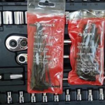 Husky 111-PC Mechanics Tool Set 70 Sockets 2 Ratchets 39 Accessories HD1035